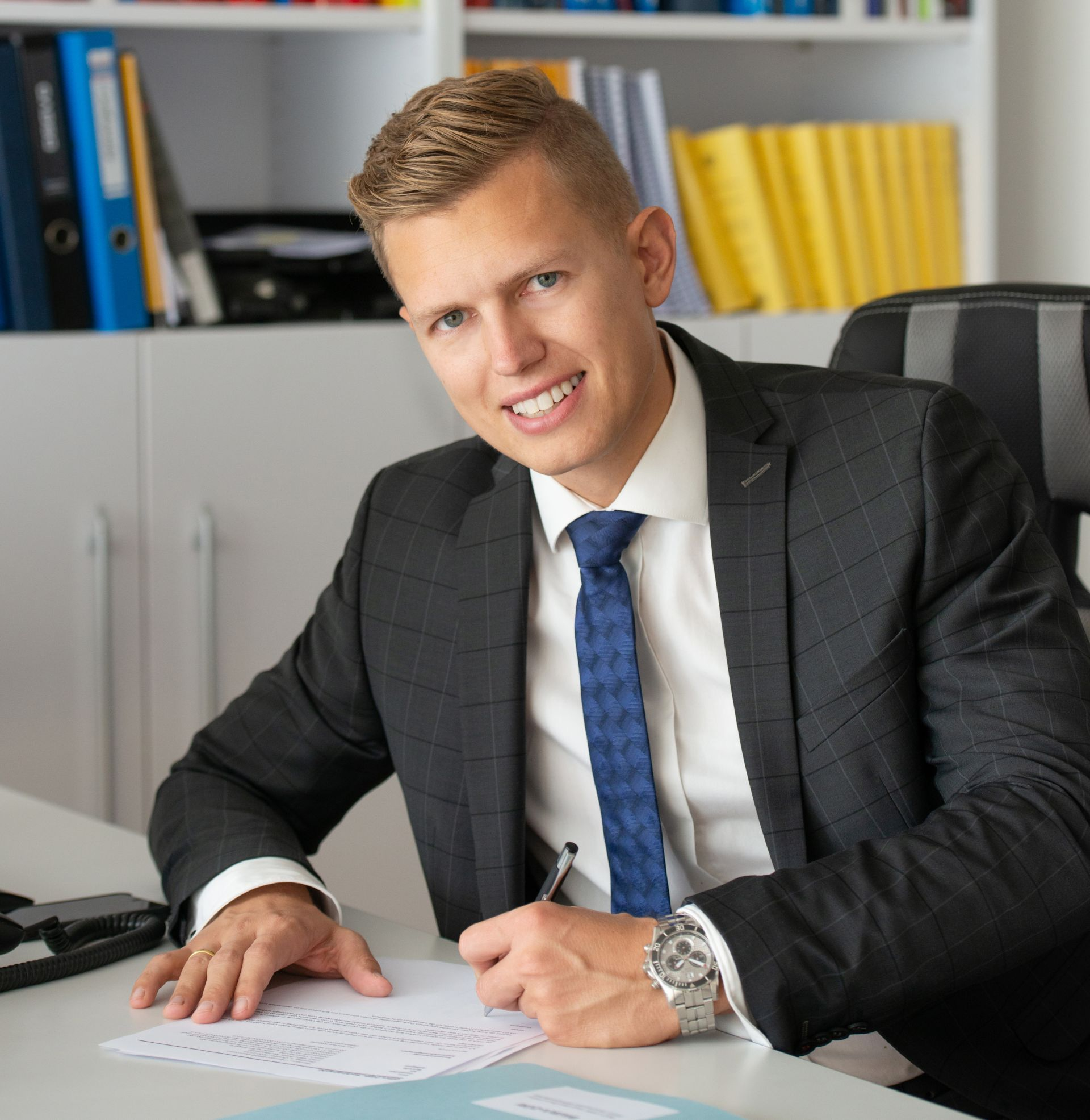 MMag. Dr. Linus Mähr